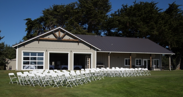 wedding chairs outside for ceremony